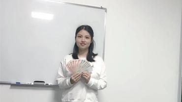 恭喜丰女士同事获得888红包现金奖